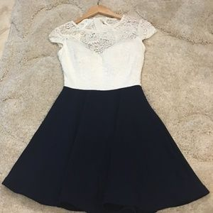 Darling Juniors Ivory and Navy Dress Size 5/6